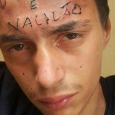 Le robó la bicicleta a un niño discapacitado, lo atraparon y le tatuaron la frente