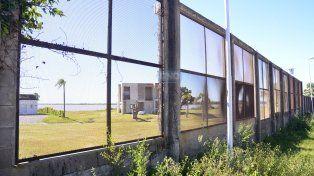 En los Arenales de Paraná el río se ve por las ventanas del muro. Foto UNO Mateo Oviedo.