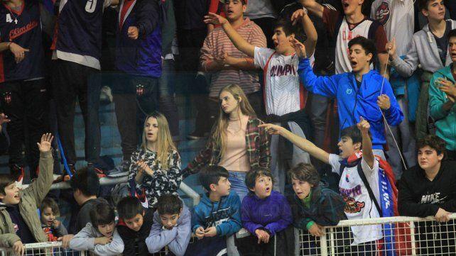 Colmado. El estadio Luis Butta se mostró repleto de hinchas de Olimpia y de Neptunia. Una verdadera fiesta para el básquet.