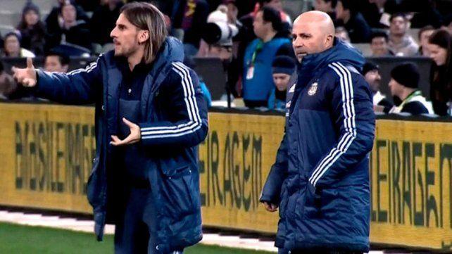 Jorge Sampaoli paró un equipo con apenas dos defensores