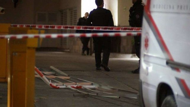 Un custodio penitenciario cayó desde el segundo piso de la clínica donde está Lázaro Báez