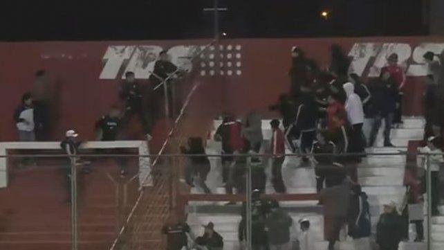 Se robaron una bandera y hubo incidentes en un partido de Copa Argentina