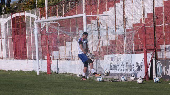 Migliore cumplió su sanción y defenderá la valla de Atlético Paraná el jueves.