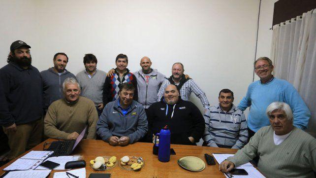 Los dirigentes de la UER junto a Eliseo Pérez