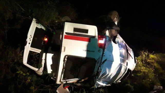 Un joven fue hospitalizado tras volcar la camioneta que conducía