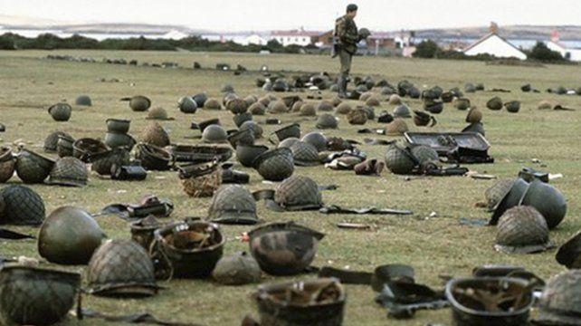 Las fotos de la rendición de Malvinas a 35 años del fin de la guerra