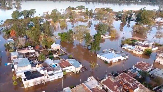 El río Uruguay bajó y son más de tres mil personas las que abandonaron sus casas