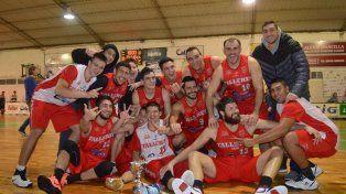 Los jugadores del equipo paranaense celebran la conquista luego de vencer a Unión.