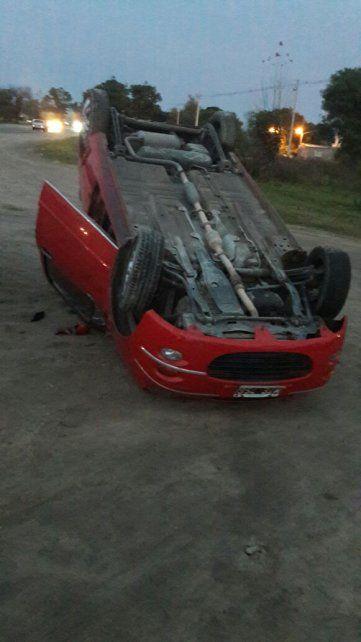 Tumbado. La conductora iba a cumplir tareas a la Escuela de Policía.