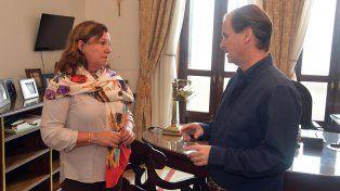 La directora de Vialidad y el Gobernador Bordet.
