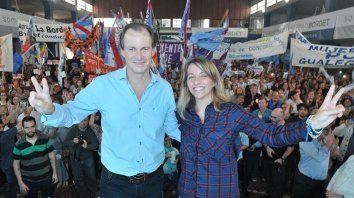 Mujeres peronistas. En Victoria, el gobernador junto a la ministra Laura Stratta.