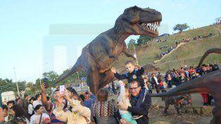 Atractivo. Los dinosaurios cautivan la atención del público.