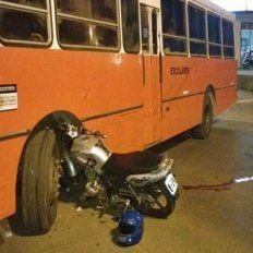 Murió el hombre que estaba grave tras chocar su moto contra un colectivo