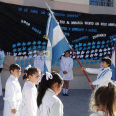 En la escuela Bavio los actos se llevaron adelante en el patio. Los chicos de 4° prometieron lealtad a la Bandera