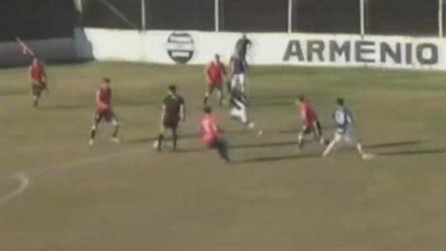La asistencia de un árbitro en un partido del Ascenso