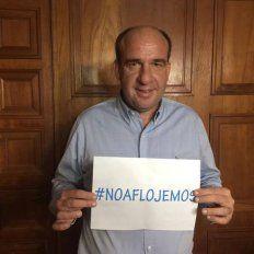 El diputado provincial subió esta foto a su cuenta de Facebook apoyando la administración del presidente Maurico Macri.