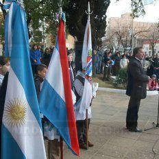 El acto oficial por el Día de la Bandera se realizó en la Plaza 1º de Mayo