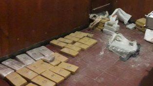 Incautan 50 kilos de droga tras intensa persecución
