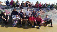 Algunos skaters llegaron hasta el skatepark por la siesta para comenzar a celebrar.