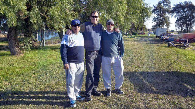 Desde Sunchales. Los amigos de los hermanos Bonelli también llegaron a Paraná para vivir la carrera del TC.