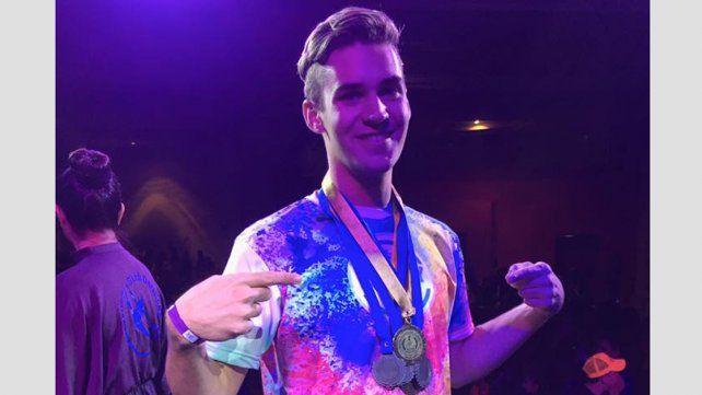 Bailarín y coreógrafo de Gualeguaychú se llevó tres medallas en el Cancún Danza