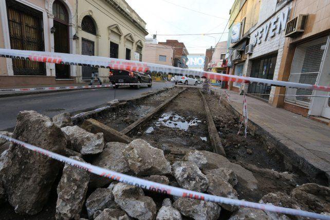 Los obreros trabajaron en calle Italia hoy por la mañana. Foto UNO Diego Arias.