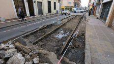 Aparecieron las vías y muchos de los peatones quedaron asombrados. Foto UNO Diego Arias.