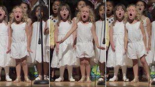 Video viral: la pasión de esta nena al cantar en su fiesta de fin de año dejó a todos perplejos