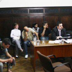Cabeza de Fierro, de camisa negra, en el centro de la foto fue juzgado en 2010. Foto UNO Diego Arias.