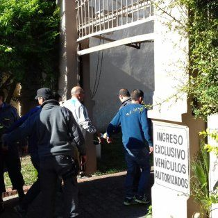 Fila india. Una parte de los detenidos de la banda del Tavi, estuvieron otra vez en tribunales. Foto: Radio La Voz.