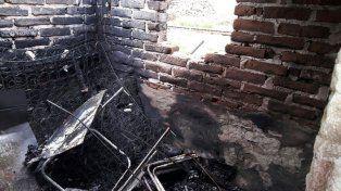 Investigación. La comisaría 12° tratará de establecer quién fue el que prendió fuego. Foto: Bomberos Zapadores.
