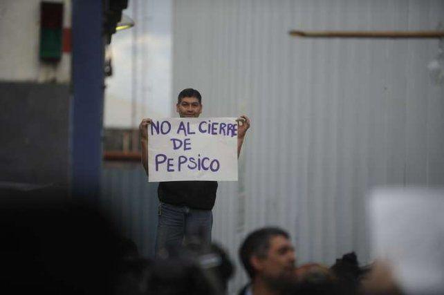 Trabajadores despedidos de Pepsico tomaron la fábrica