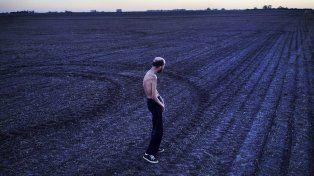 Fabian Tomasi, un abanderado en la lucha contra los agrotóxicos,en un campo entrerriano.