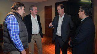 El gobernador junto a los empresarios del sector.