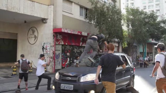Un auto chocó a varios skaters en el Go Skate Day de Sao Paulo