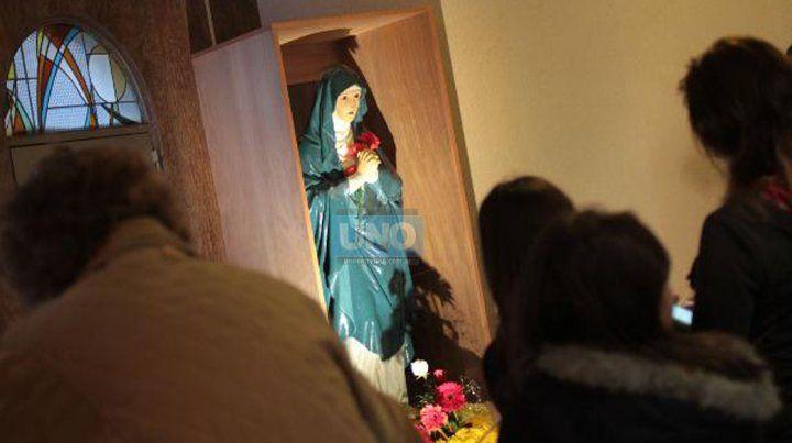 La imagen de una Virgen que lloraba sangre conmovió el mes pasado a toda la comunidad