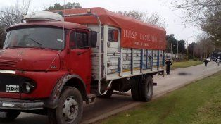 Victoria: Un hombre se arrojó bajo las ruedas de un camión