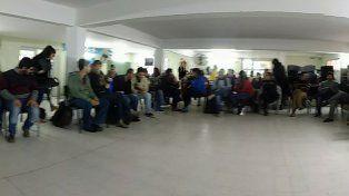 Los trabajadores de la salud en el aula magna del HESM. Foto gentileza Centro Huella.