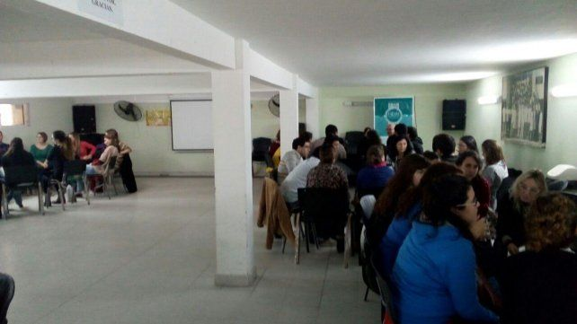 Los grupos realizaron las exposiciones antes de final el debate.