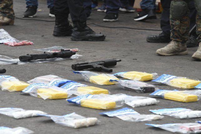 Encontraron drogas y armas.