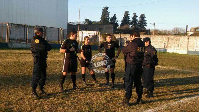 Guido Vázquez fue agredido por un jugador de Ángeles Negros y el partido fue suspendido en el segundo tiempo. Foto de Joaquín Berdún