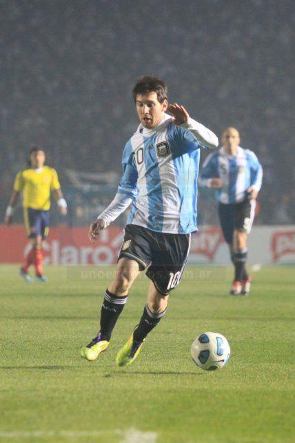 Messi seguido por la cámara de un reportero de Diario UNO de Entre Ríos