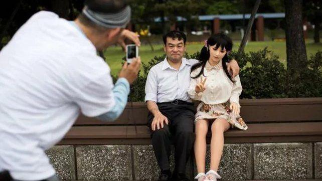 Extraña moda en Japón: los hombres dejan a sus mujeres por muñecas de silicona