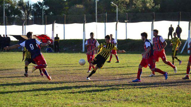 Almagro eliminó a Rivadavia en cuartos. Ahora va por la semifinal en el torneo local.
