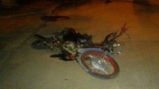 Murió el motociclista que chocó un vehículo estacionado