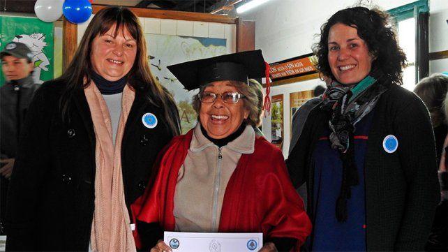 A los 82 años, Edila recibió su título secundario
