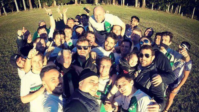Los jugadores de Unión celebran con su ya tradicional selfie un nuevo éxito en el Provincial.