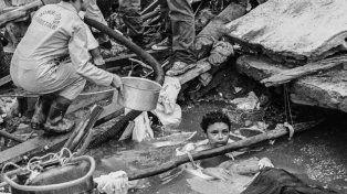 La historia oculta detrás de la muerte de la niña que nadie pudo rescatar del agua y escombros