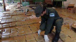 Secuestraron casi dos toneladas de cocaína arrojada de una avioneta