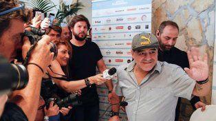Conferencia de prensa de Diego Maradona en Nápoles.